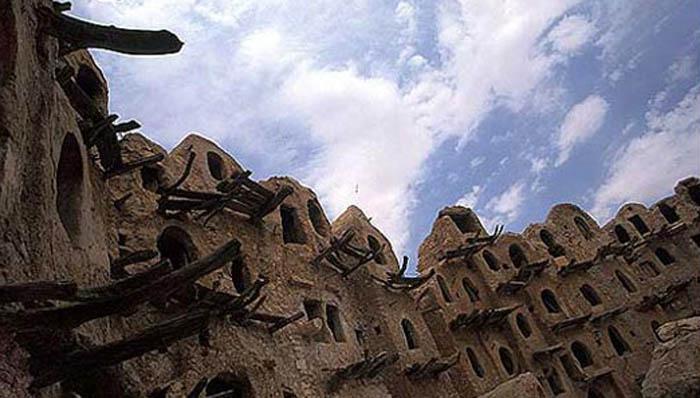 طلة على قصر كاباو في الجماهيرية الليبية